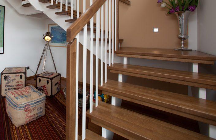 Designtreppe Mozart, aufgesattelte Treppenkonstruktion mit eckigen Sprossen