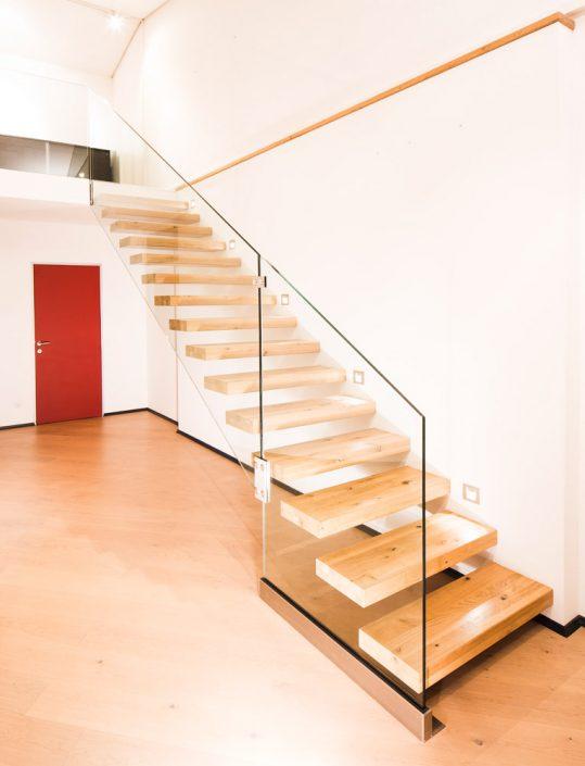 Designtreppe Olympia in Eiche mit Holzriegelkonstruktion